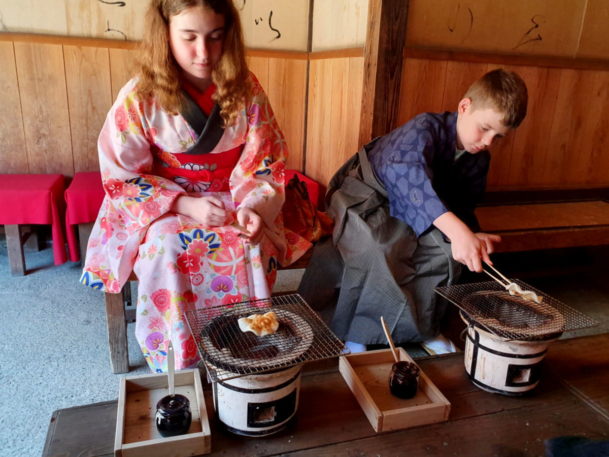 Edo Wonderland - Cooking Rice Crackers