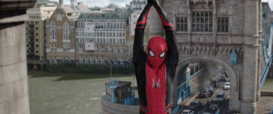 Spider-Man: Far From Home - Spidey swings across London's Tower Bridge
