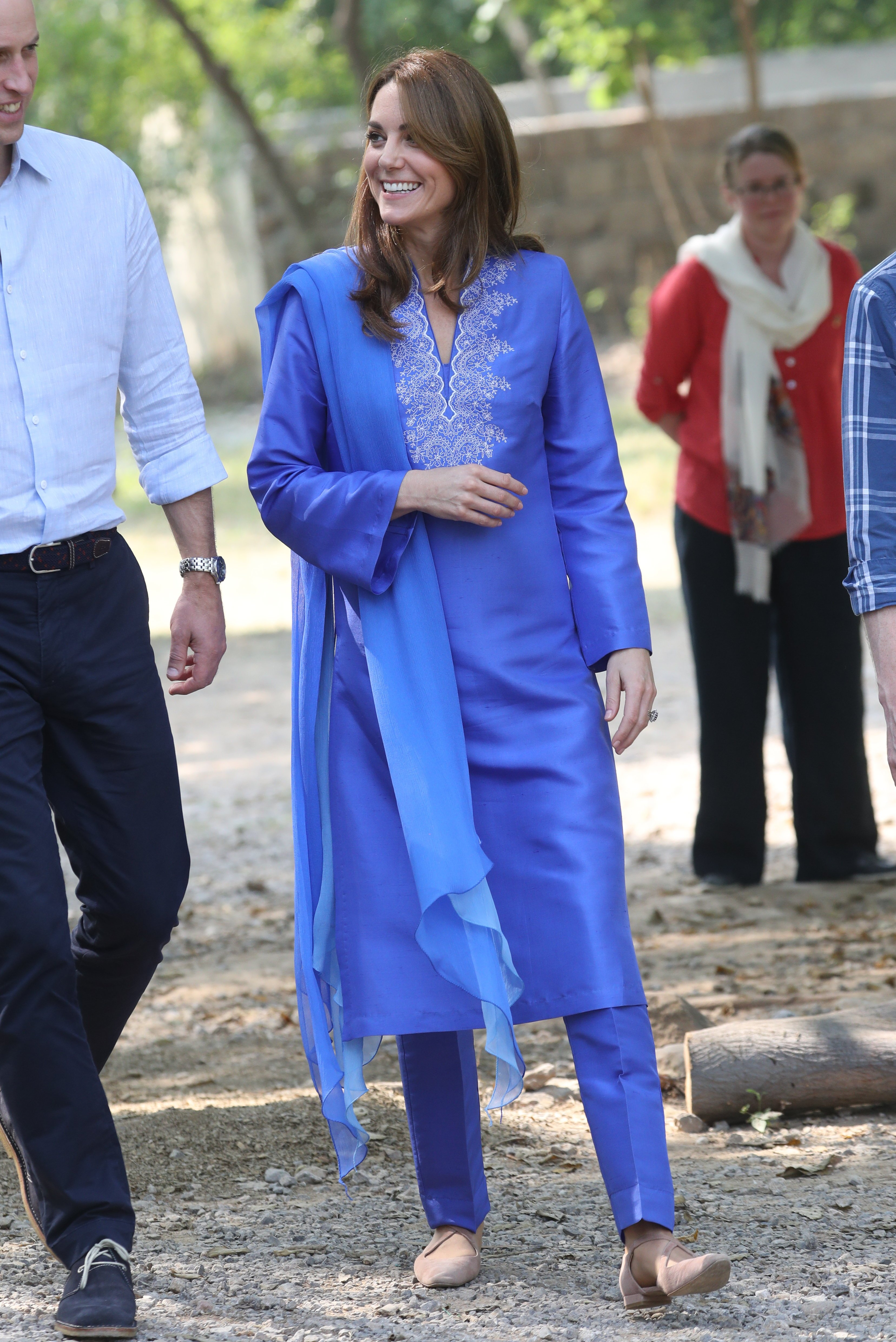 Kate looked chic in her loose blue kurta as she mingled at the school
