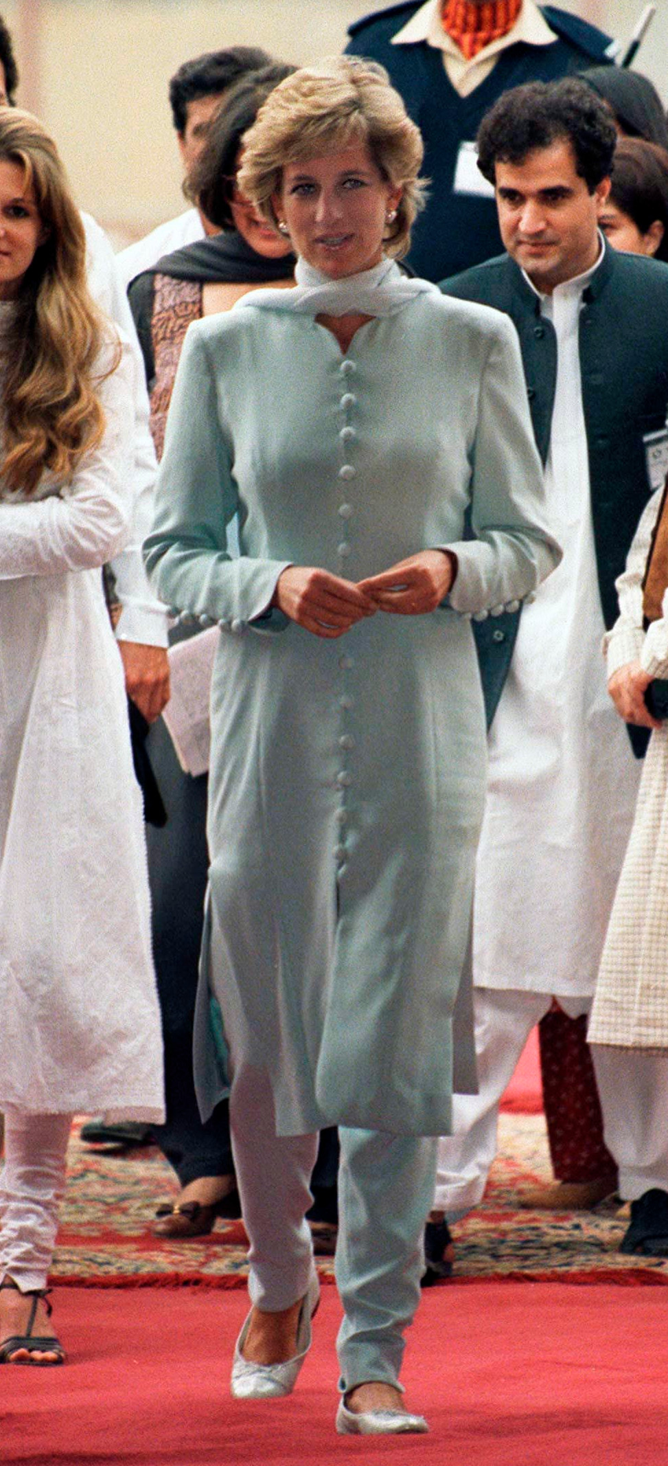 Kate's blue dress and trousers combination was reminiscent of the outfit Diana wore during one of her visits to Pakistan