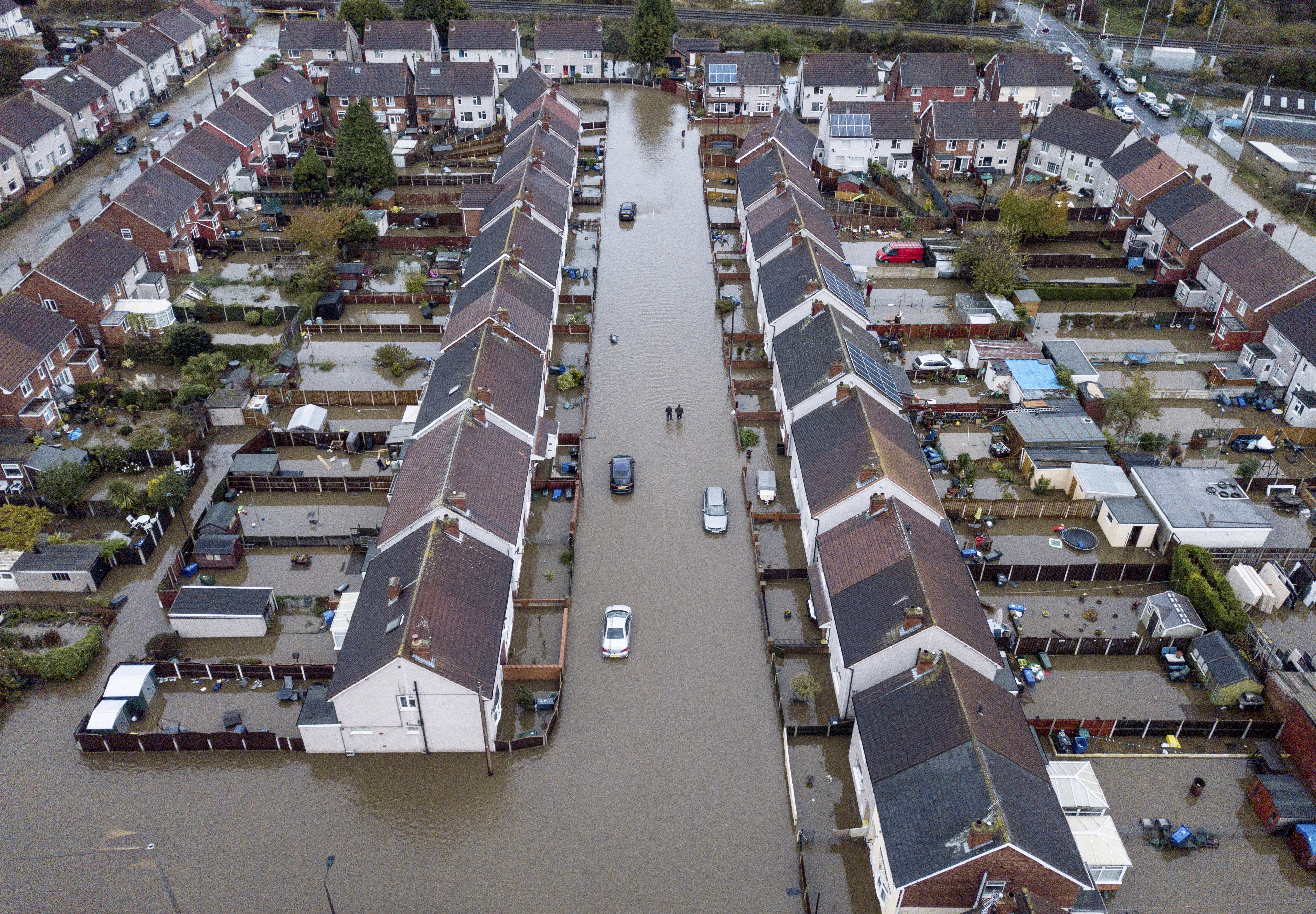 Shocking aerial snap shows homes submerged by rising flood water in Yarborough Terrace, Doncaster