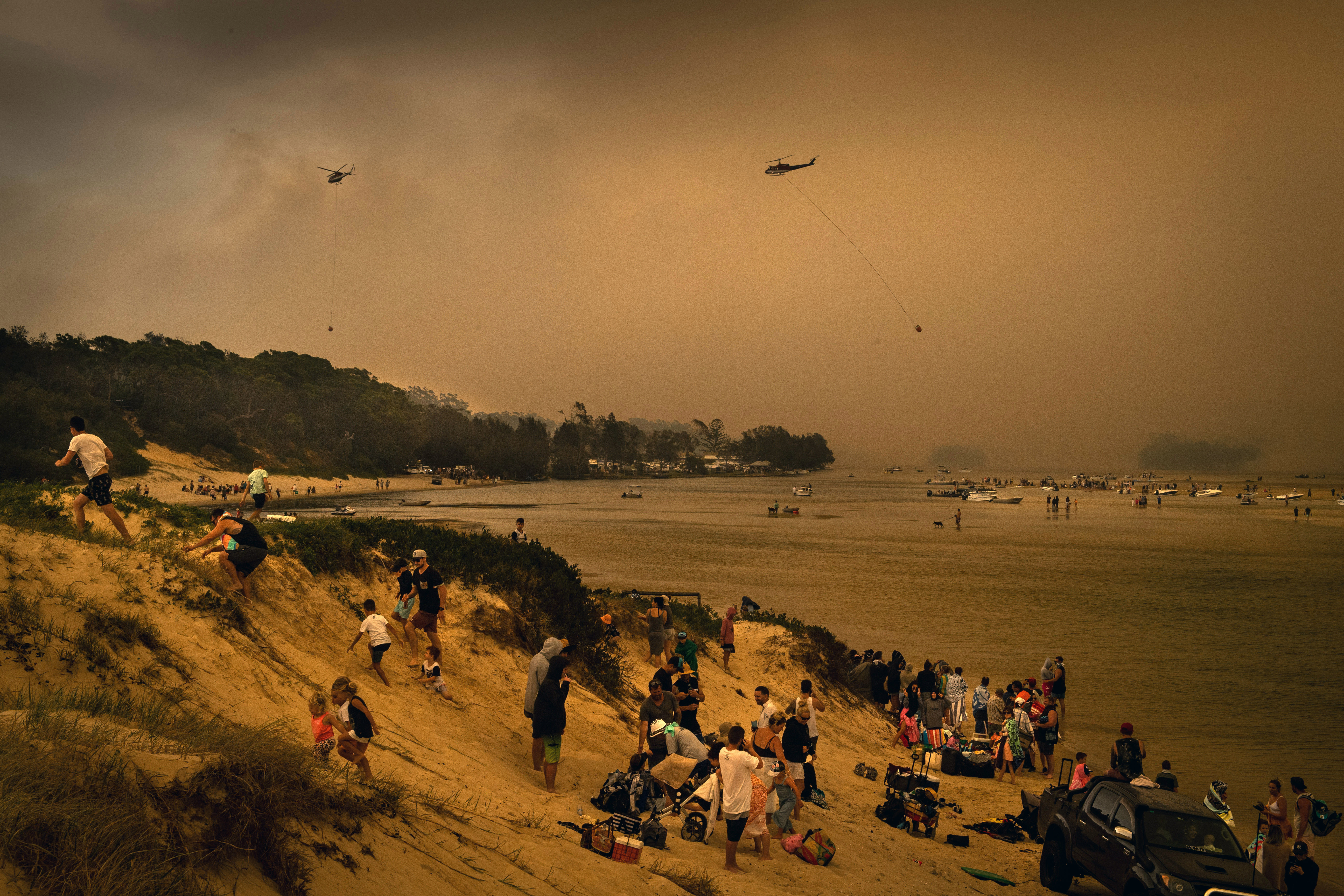 Hundreds of people are waiting to be evacuated from the beach at Mallacoota, Victoria