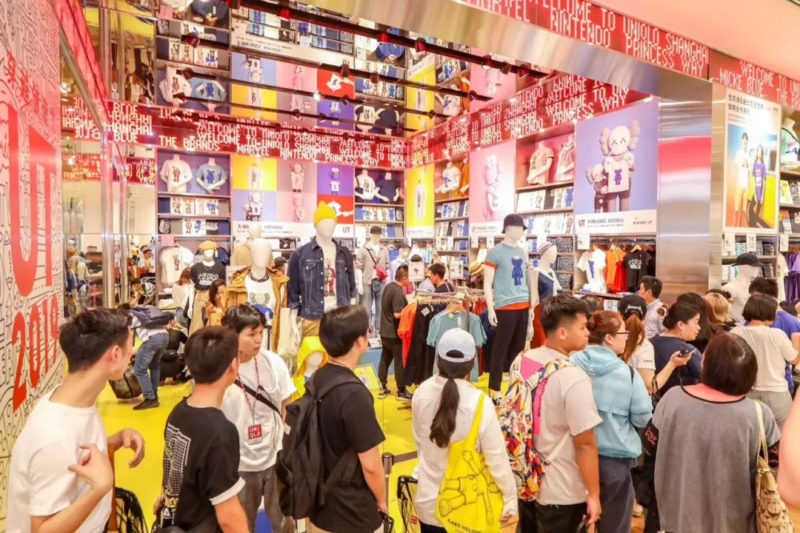 FOMO marketing in China by Uniqlo and KAWS