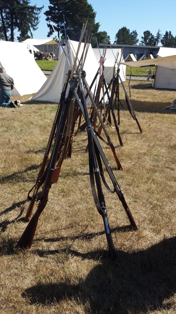 PHOTO 4 Rifles resting