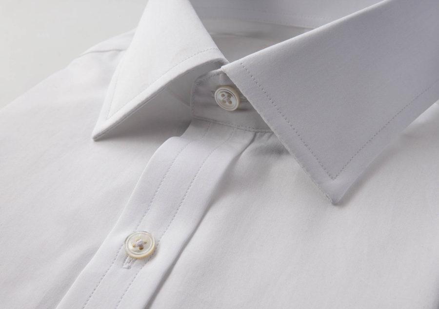 Semi spread collar on a white dress shirt