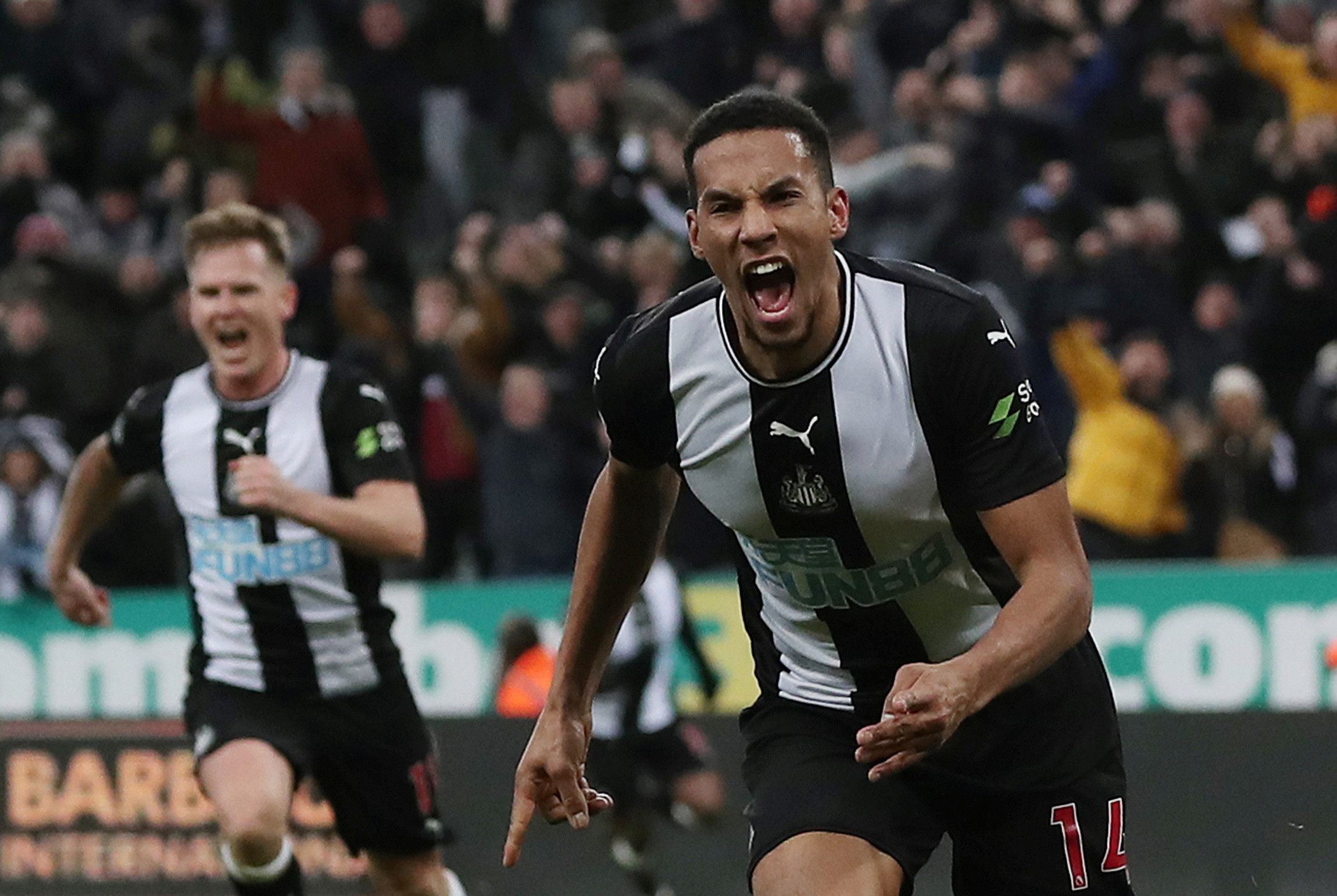 Ritchie celebrates with Isaac Hayden as Newcastle beat Chelsea