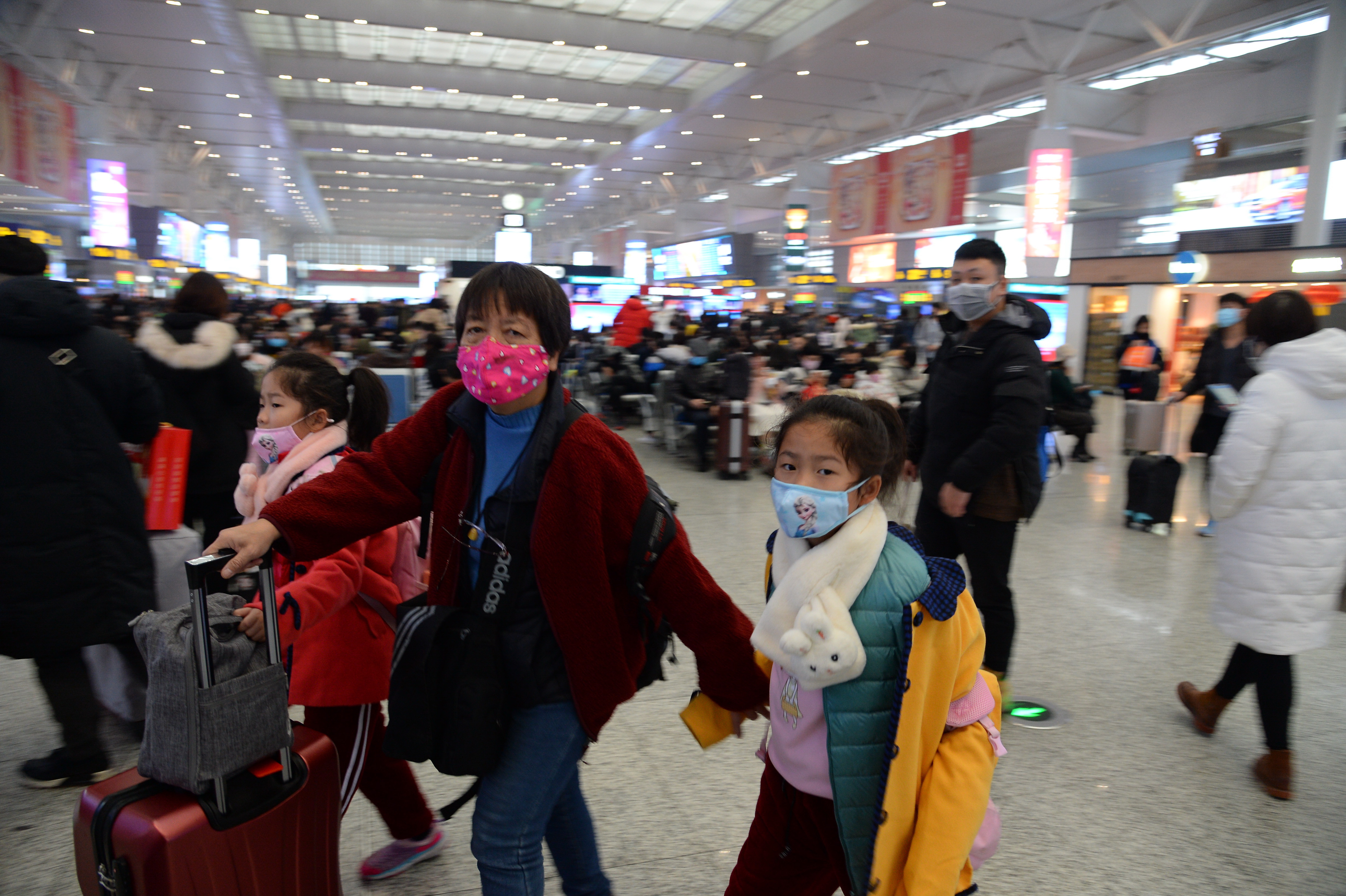 Passengers wear masks during peak spring festival travel at the Hongqiao Railway Station during peak spring festival travel in Shanghai