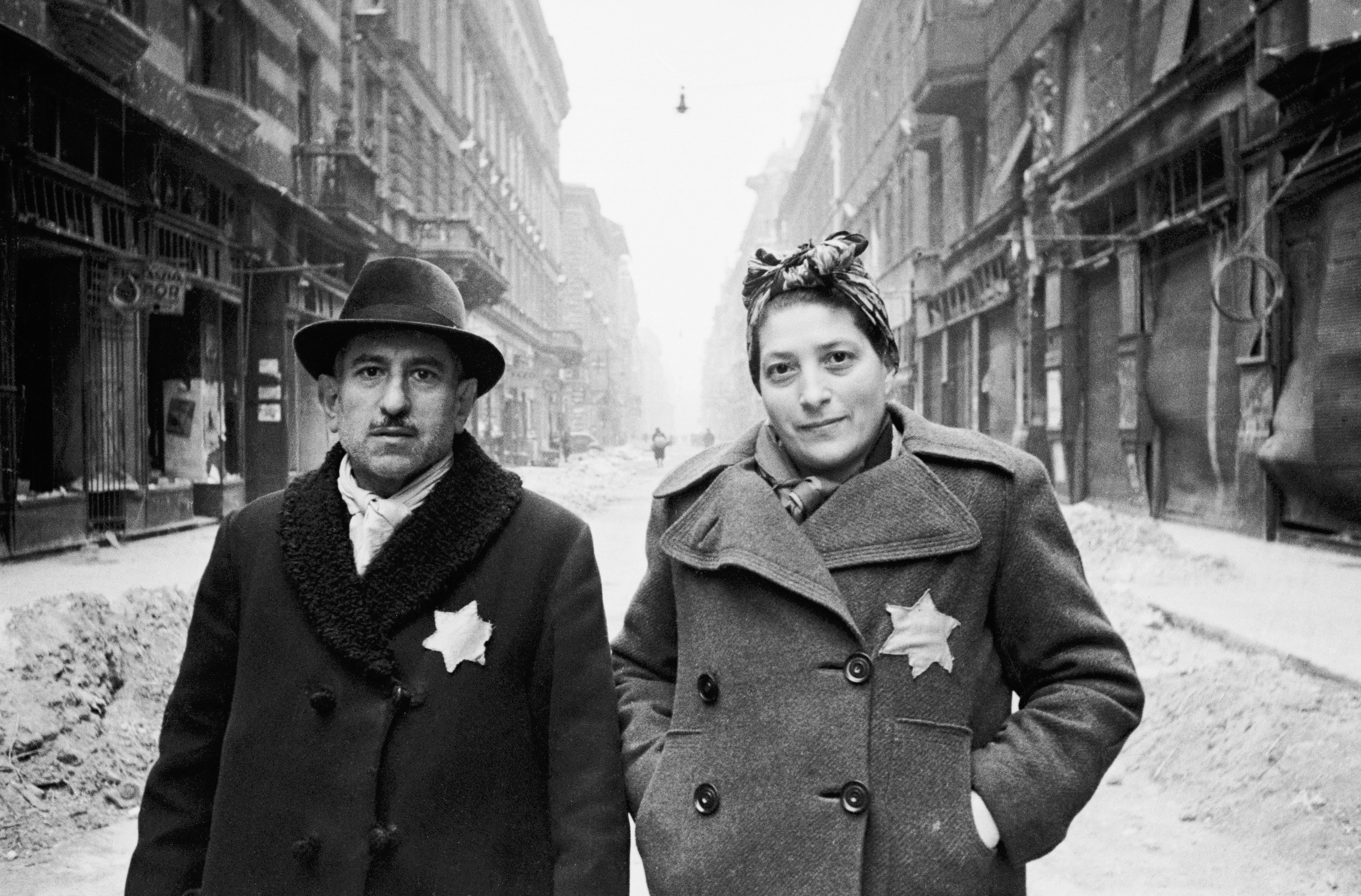 Hungarian Jews wearing yellow stars