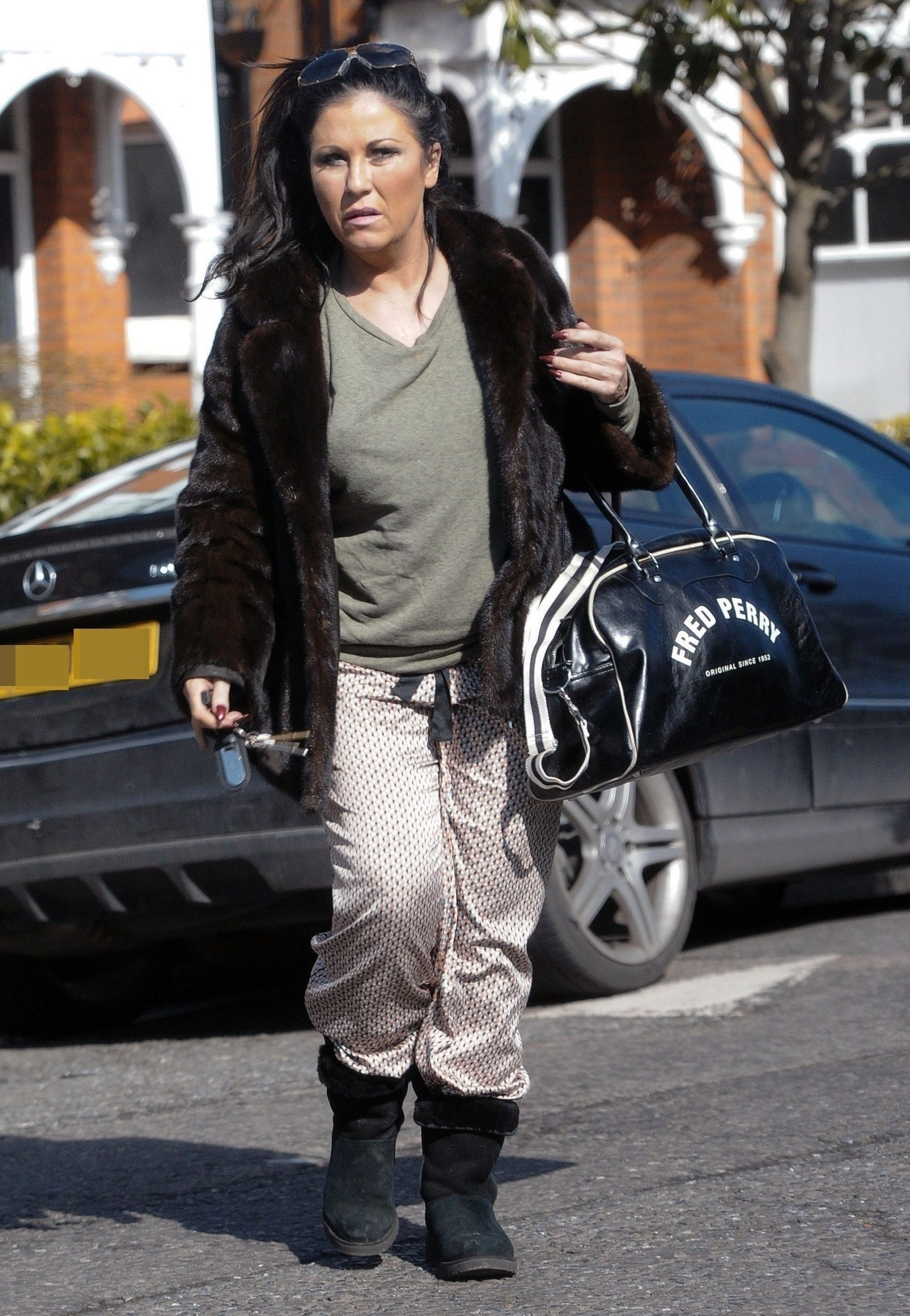 Jessie wears pyjama bottoms and UGG boots on a trip to the shops in 2018