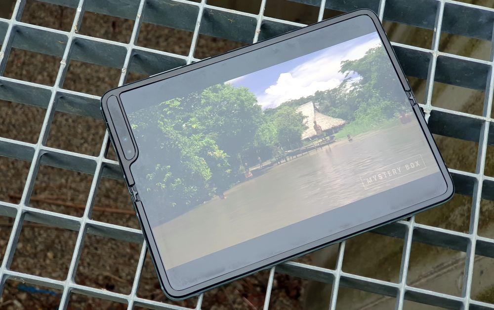 Samsung Galaxy Fold 5G video