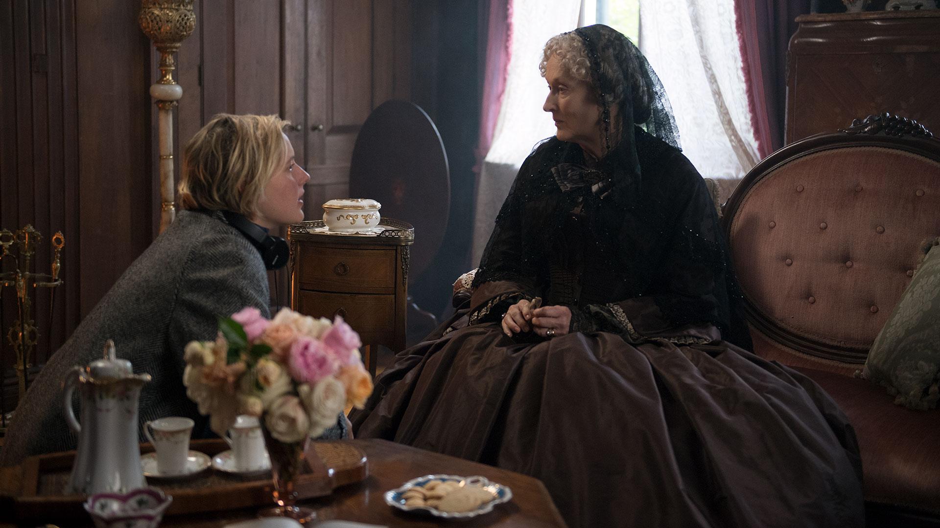 Greta Gerwig and Meryl Streep on set