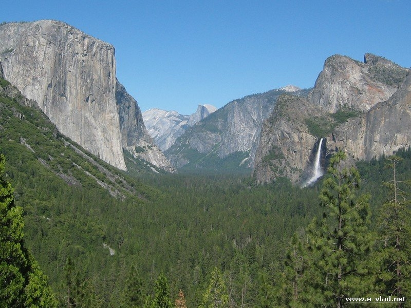 Tunnel View is a favorite Yosemite attraction