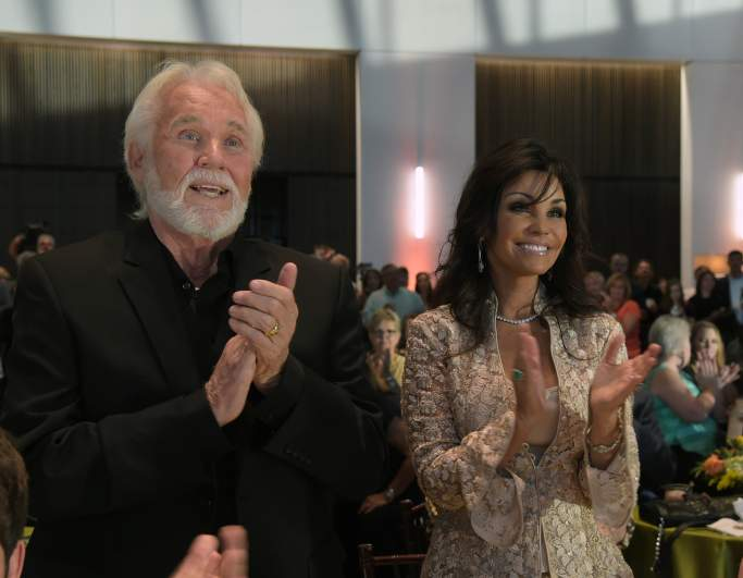 http://31.220.61.170/wp-content/uploads/2020/03/1584778518_167_Kenny-Rogers '-Wife Wanda Miller-5-Speed Facts You-Need.jpg