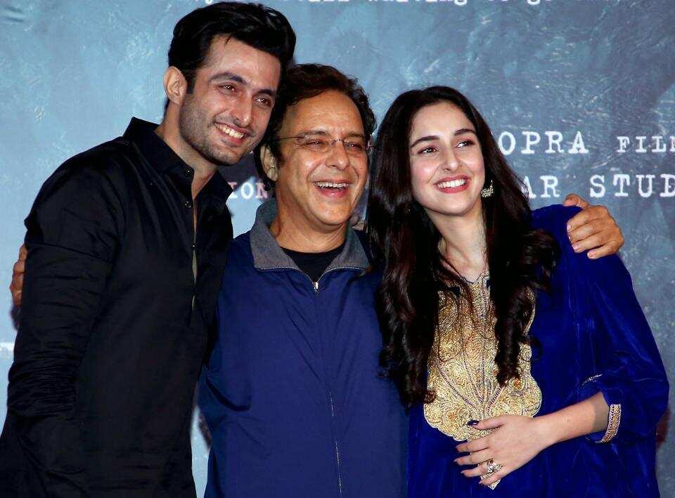 Bollywood director/producer Widhu Vinod Chopra (C) poses with actors Adil Khan (L) and Sadia Khan.