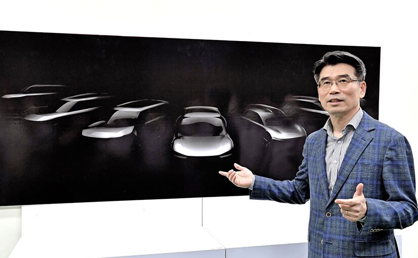 Kia President and CEO Ho Sung Song with the sketch of the 7 new BEVs