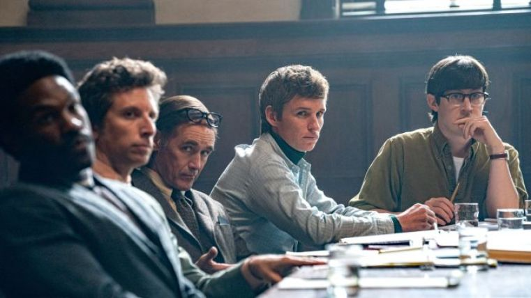 Review Film The Trial of the Chicago 7: Dongeng Sejarah yang Keren