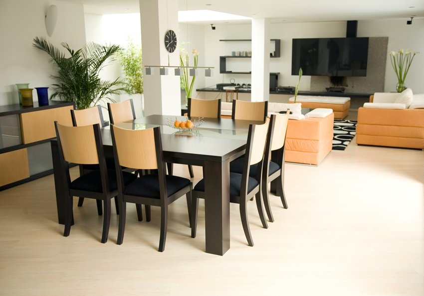 A rattling dining table.