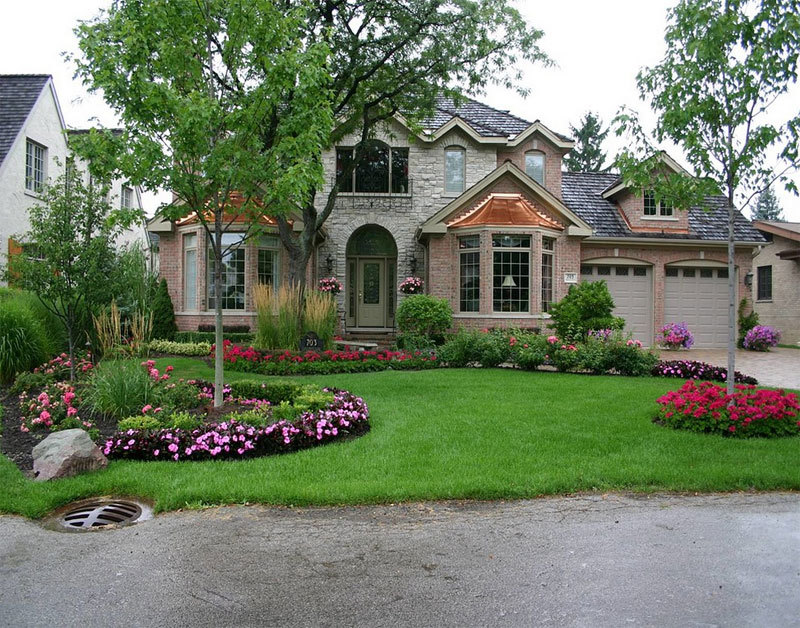 beautiful front garden, layout of a traditional house
