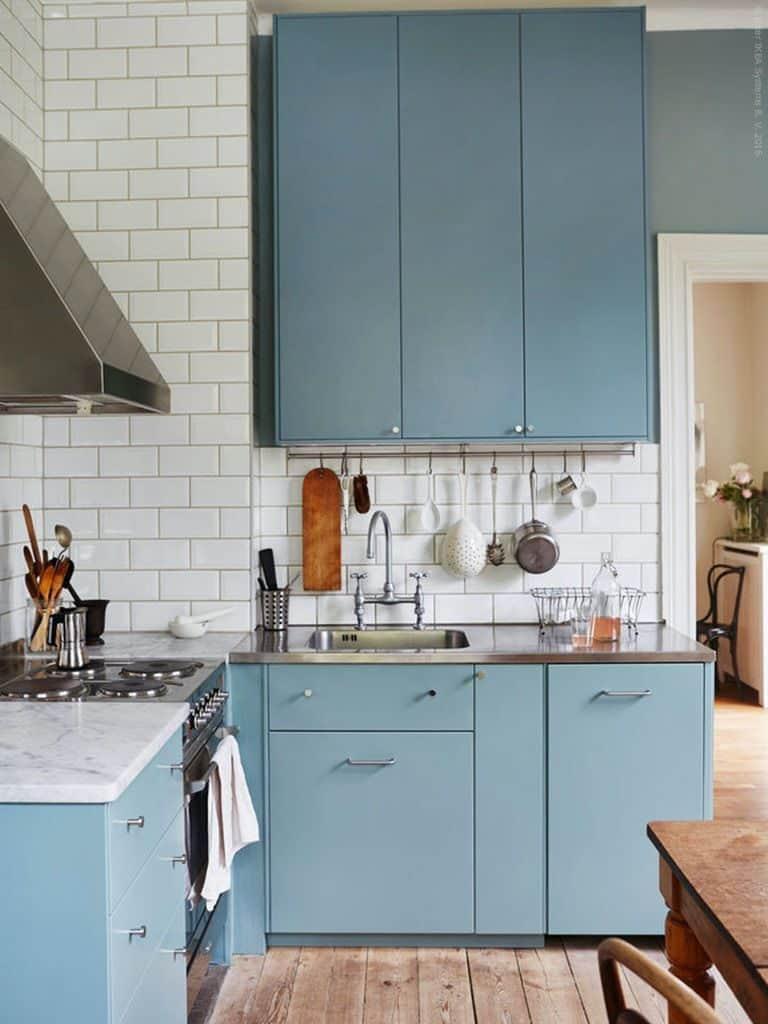 Blue cabinets in the corner (at livethemma.ikea.se)
