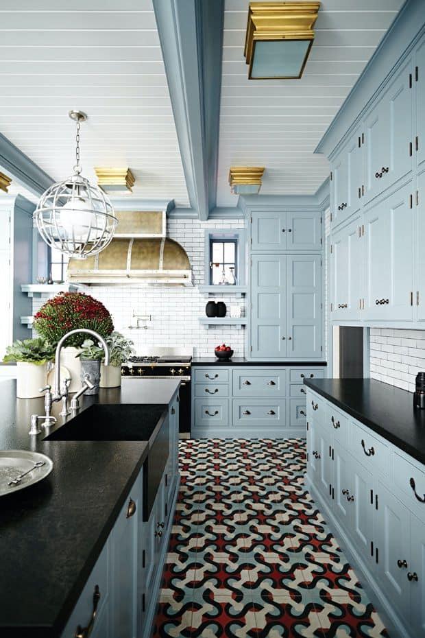 Blue cabinets with visible parts (par. houseandhome.com)