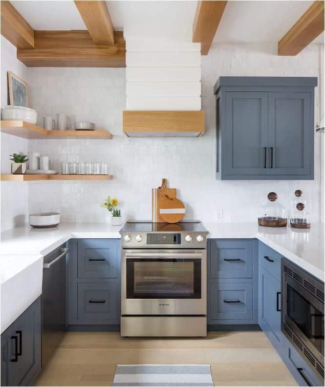 Blue cupboards with medium blue slate (par. hgtv.com)