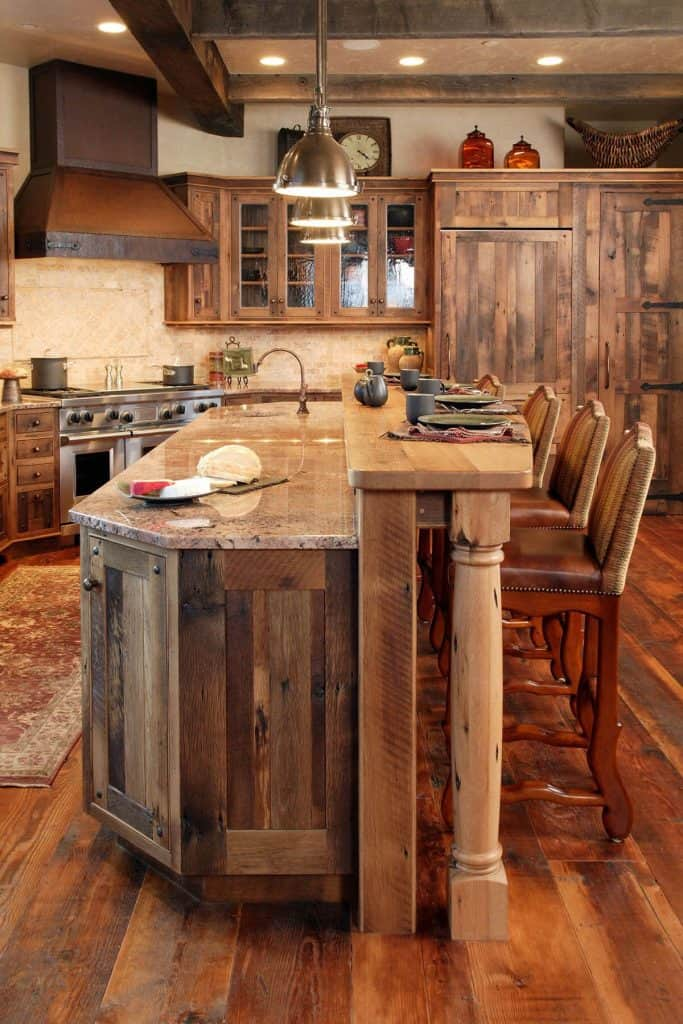 cabinets in a luxury ski chalet (by. stoombootlocalbrokers.com)
