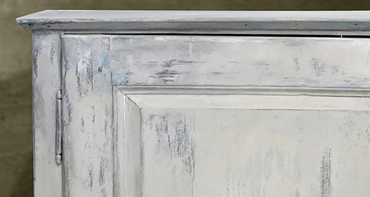 Chalk paint paints easily.