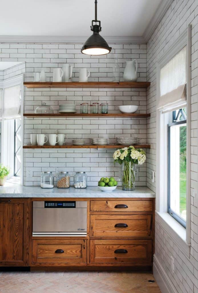 chestnut cabinets in a white kitchen (par. houzz.com)