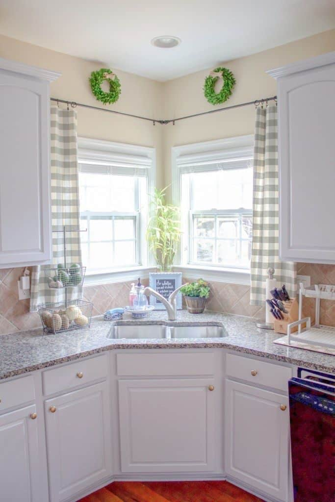 Corner sink with modern country charm (by loveyourabode.com)