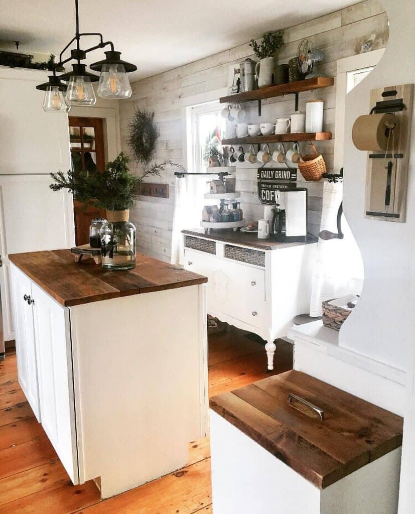 Country kitchen with coffee bar (by @thelongawaitedhome)