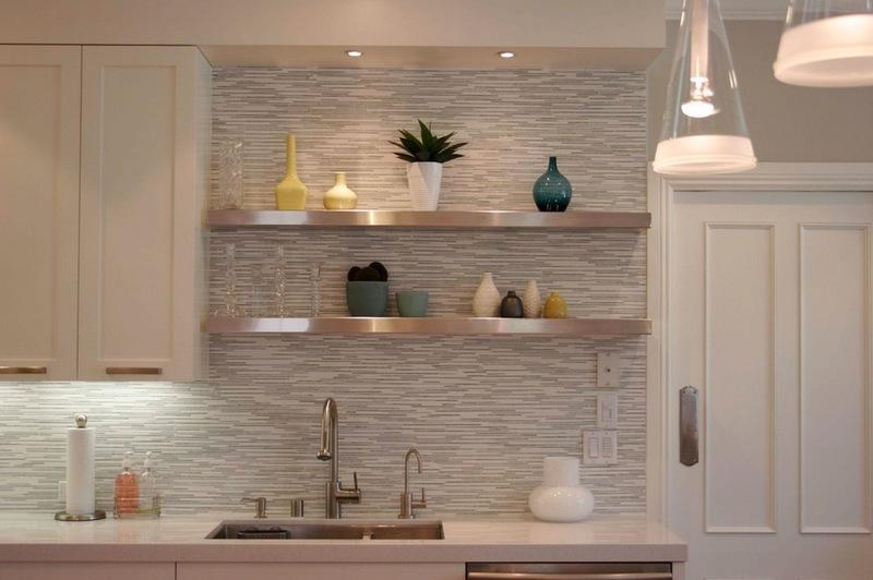 design of a horizontally tiled kitchen