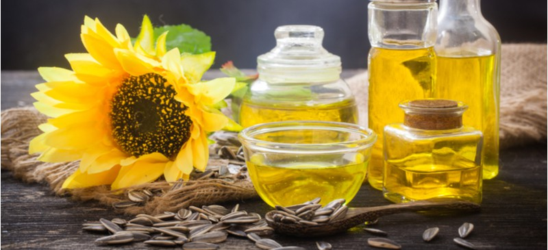 Is Sunflower Oil Good for You? Benefits, Risks and Alternatives