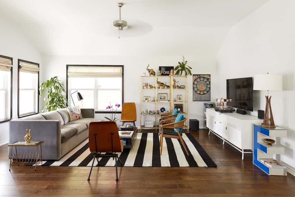 Eclectic Mid-Century Modern Living Room with Black and White Carpet (par. deringhall.com)