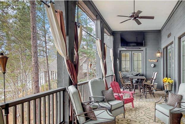 Furnished veranda