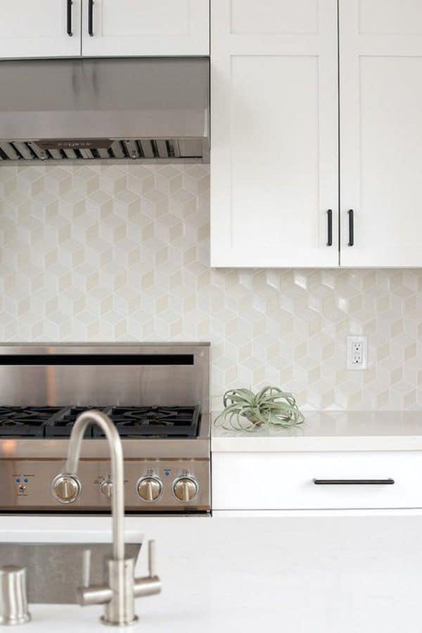 Geometric white kitchen (par. dwell.com)