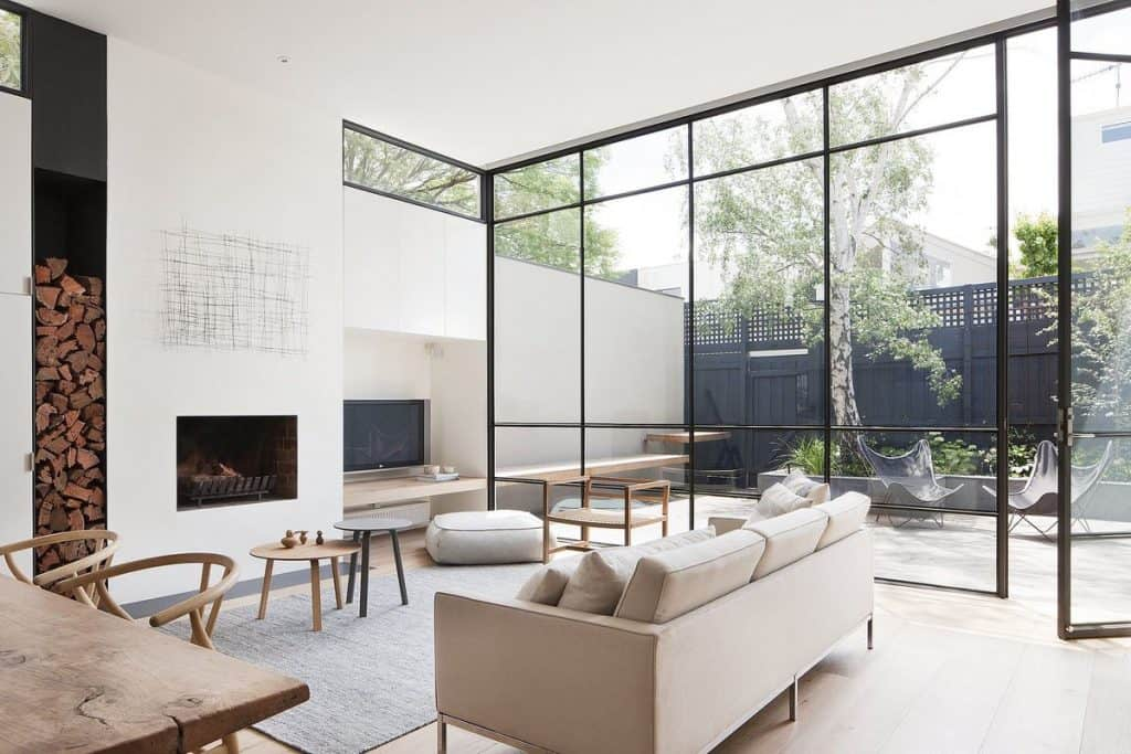 Glass window panel in the modern living room (par. dwell.com)