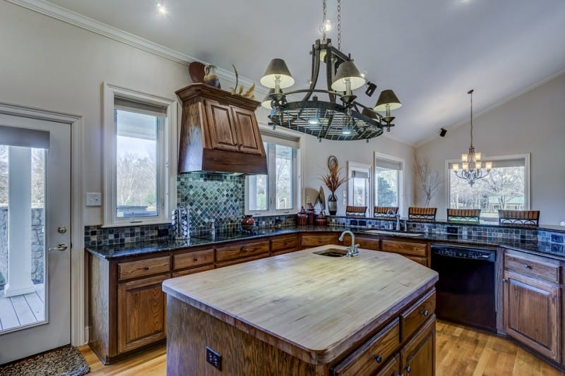 http://server.digimetriq.com/wp-content/uploads/2020/12/1608015373_388_Pros-and-Cons-of-Kitchen-Islands-with-Sinks-in-Homes.jpg