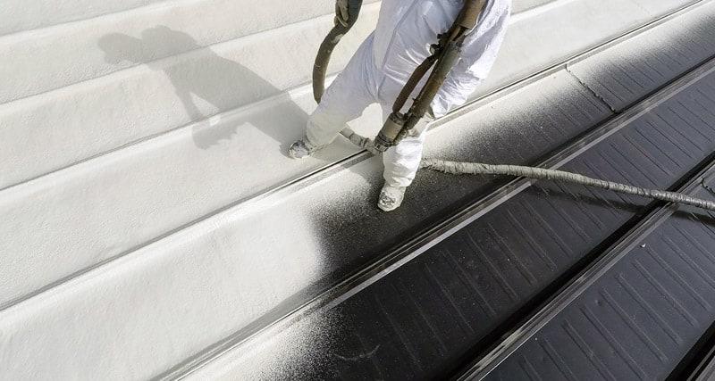 Installation of a sprayed foam roof