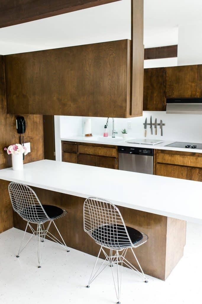 Kitchen with counters (par. bestfriendsforfrosting.com)