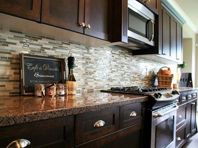 kuxury kitchen design idea with backsplash