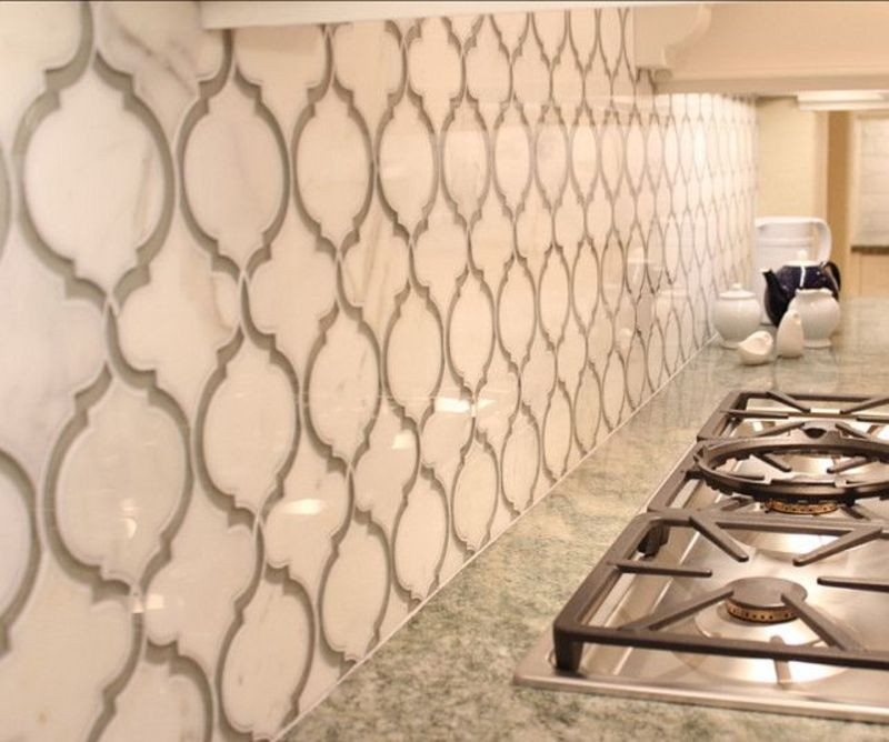 Marble kitchen tile backsplash