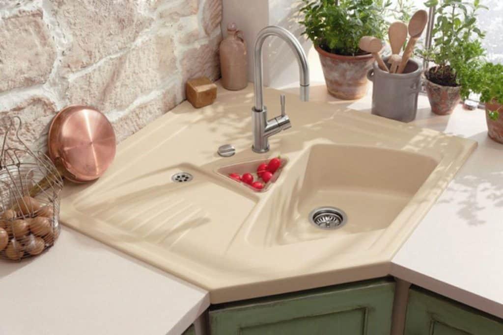 Modern Asymmetric Corner Sink (by homedit.com)
