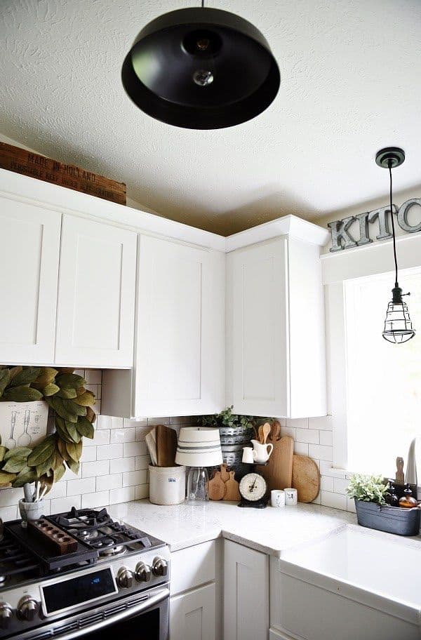 Modern country kitchen with L-shaped cabinet (from lizmarieblog.com)