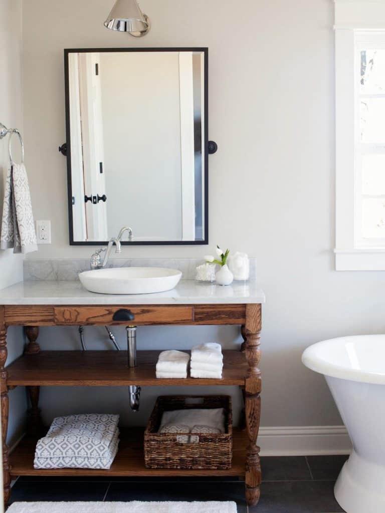 Modern White Vanity (by. homedit.com)