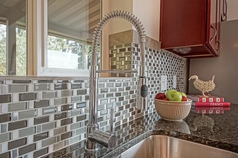 mosaic-like-kitchen-idea-backplash