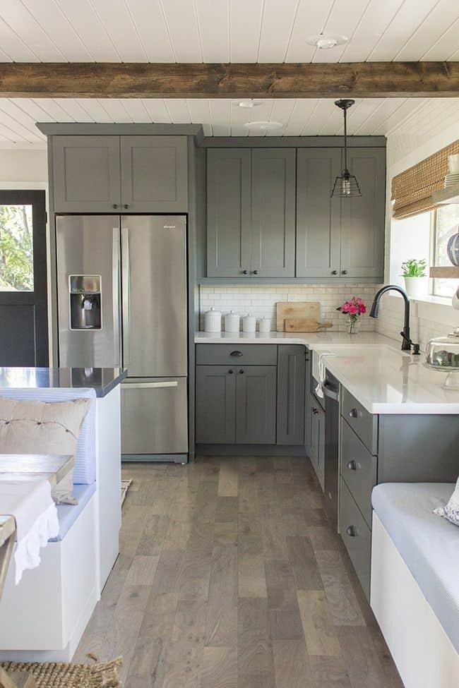 Neutral diagram for a grey kitchen (par. blog.jennasuedesign.com)