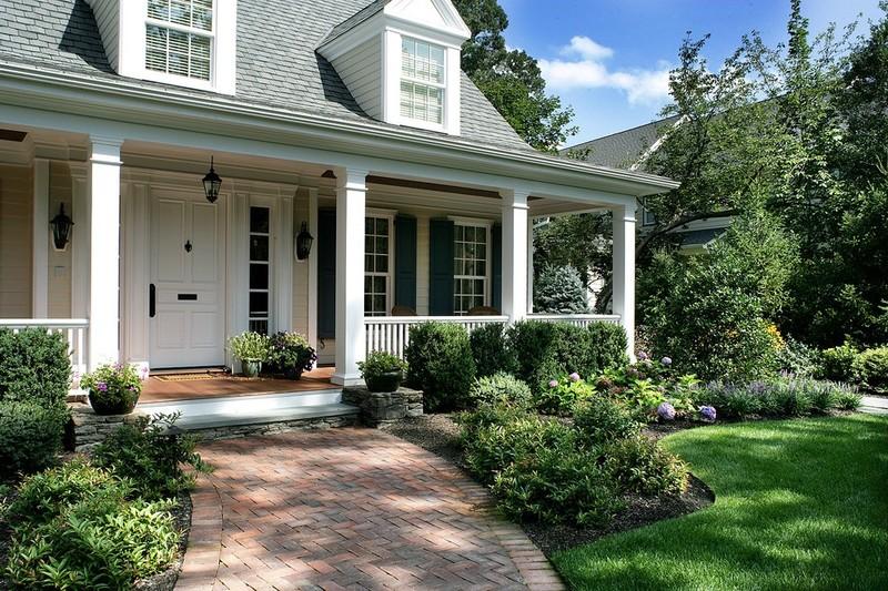 Ranch-style porch, brick house design