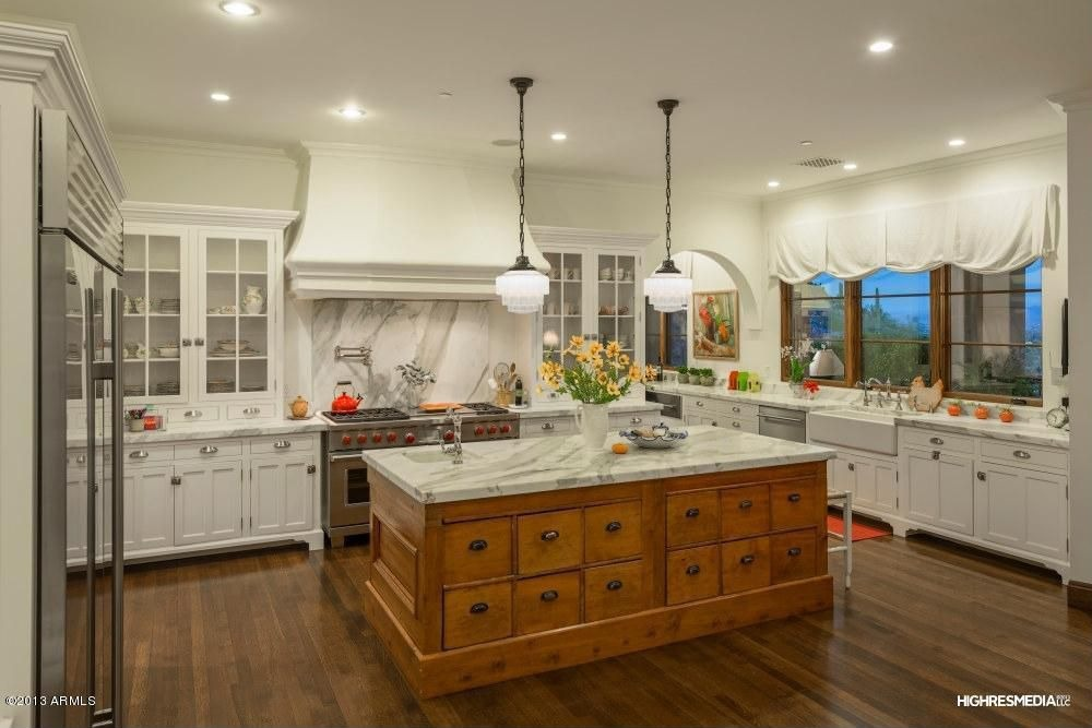 Rural kitchen with white ceiling