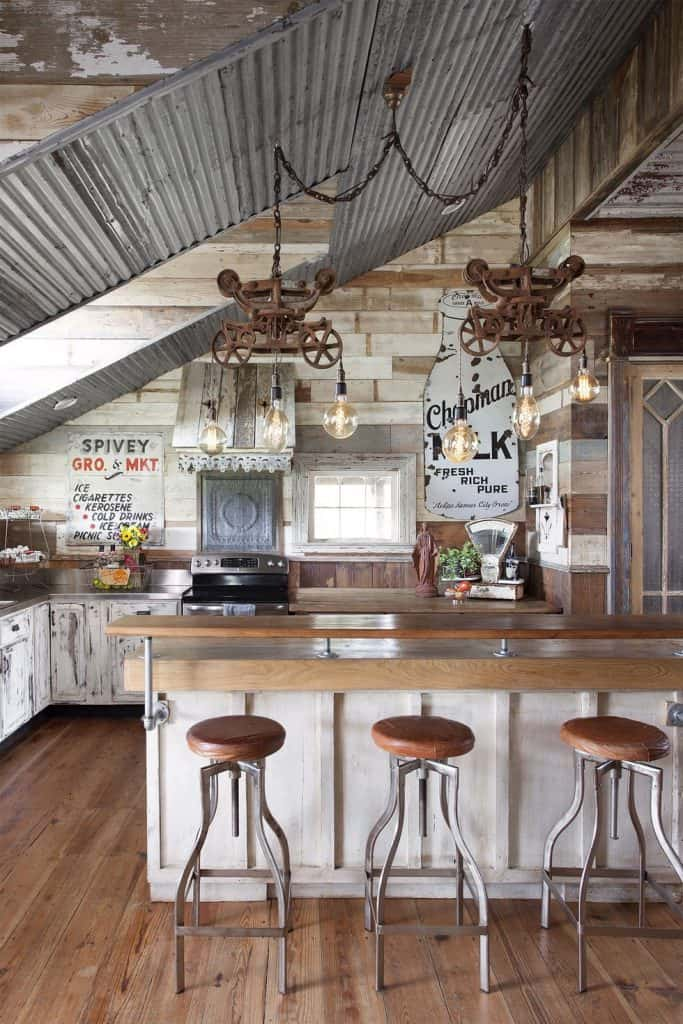 Rustic galvanized steel Country kitchen (par. countryliving.com)