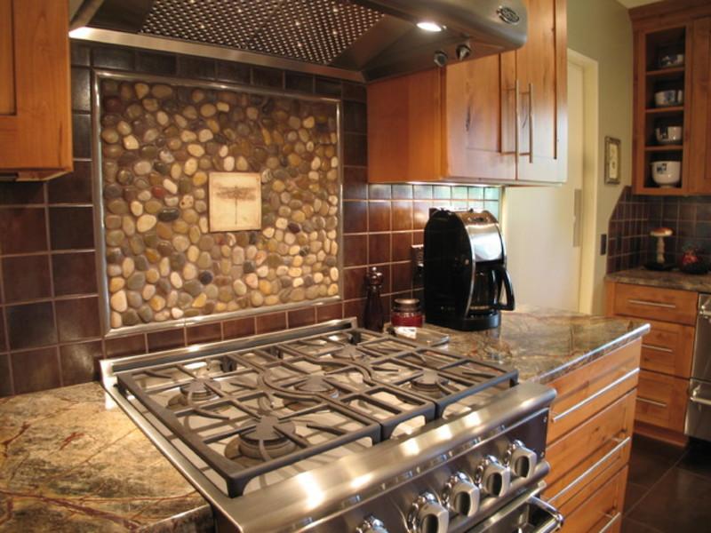 Rustic themed kitchen with backsplash